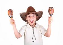 Ragazza in un cappello con i maracas fotografia stock libera da diritti