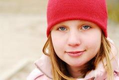 Ragazza in un cappello rosso immagine stock libera da diritti