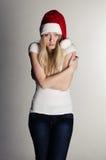 Ragazza in un cappello rosso della Santa che frezing Fotografie Stock