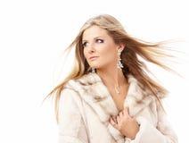 Ragazza in un cappotto di pelliccia fotografie stock libere da diritti
