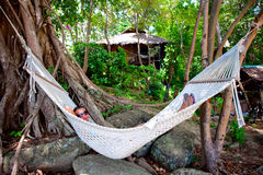 Ragazza in un hammock Immagine Stock