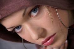 Ragazza in un hoodie Fotografia Stock