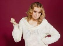ragazza in un maglione bianco Fotografia Stock