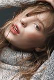 Ragazza in un maglione nello studio Immagine Stock Libera da Diritti