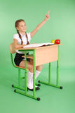 Ragazza in un uniforme scolastico che solleva mano per fare domanda Fotografie Stock