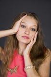 Ragazza in un vestito da sera rosa Fotografie Stock