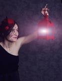 Ragazza in un vestito ed in un cappello con la lanterna Immagine Stock Libera da Diritti