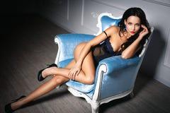 Ragazza in una biancheria sexy Immagine Stock