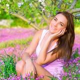 Ragazza vaga nel giardino di primavera Fotografia Stock Libera da Diritti