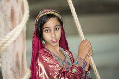 Ragazza vestita tradizionale nell'Oman fotografie stock