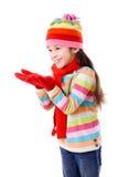 Ragazza in vestiti di inverno con le mani vuote Fotografia Stock Libera da Diritti