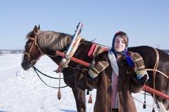 Ragazza in vestiti tradizionali russi Fotografie Stock Libere da Diritti