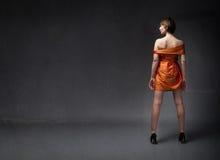 Ragazza in vestito arancio immagine stock