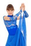Ragazza in vestito blu che propone nello studio Immagine Stock Libera da Diritti