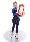 Ragazza in vestito blu sui pattini. Immagine Stock
