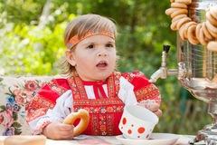 Ragazza in vestito nazionale russo Fotografia Stock