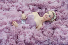 Ragazza in vestito rosa-chiaro Fotografia Stock
