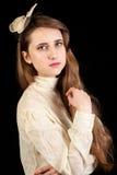 Ragazza in vestito vittoriano con il pezzo dei capelli Fotografia Stock
