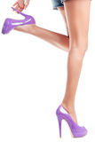 Ragazza in Violet Shoes Immagine Stock