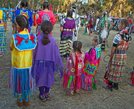 Ragazze al PowWow in Stanford. fotografie stock