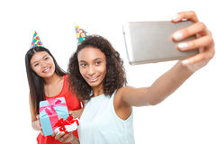 Ragazze allegre che tengono i regali di compleanno Fotografia Stock Libera da Diritti