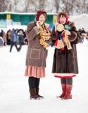 Ragazze che celebrano Shrovetide Fotografie Stock