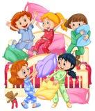Ragazze che giocano lotta di cuscino al pigiama party illustrazione di stock
