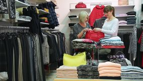 Ragazze che shoping stock footage