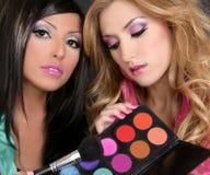 Ragazze del barbie di modo della spazzola della gamma di colori dell'ombretto Immagini Stock Libere da Diritti