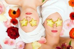 Ragazze di bellezza della frutta di stella in stazione termale Immagine Stock Libera da Diritti