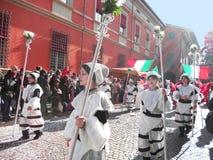Ragazze di Cento in costume bianco Immagini Stock Libere da Diritti