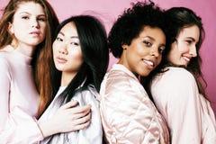 Ragazze differenti di nazione con diversuty in pelle, capelli Asiatico, ricerca fotografia stock