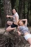 Ragazze divertendosi, godendo della natura Fotografia Stock