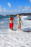 Ragazze felici sulla spiaggia Immagini Stock