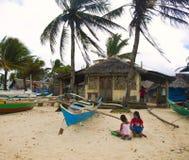 Ragazze filippine sulla spiaggia immagine stock