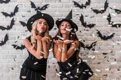 Ragazze pronte per il partito di Halloween Immagini Stock Libere da Diritti