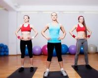 Ragazze su addestramento di forma fisica Fotografia Stock