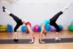 Ragazze su addestramento di forma fisica Immagine Stock Libera da Diritti