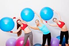 Ragazze su addestramento di forma fisica Fotografie Stock