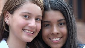 Ragazze teenager felici sorridenti dei fronti Immagini Stock
