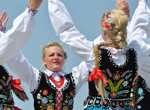 Ragazze ungheresi che ballano ai giorni di eredità fotografia stock libera da diritti