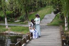 Ragazze in vestito tradizionale Fotografia Stock