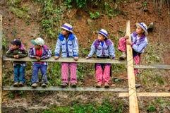 Ragazzi all'ippica di Ognissanti, Todos Santos, Guatemala Fotografia Stock