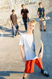 Ragazzi dei skateboarder Fotografia Stock