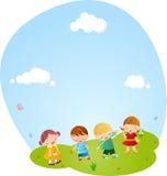 Ragazzi e ragazze che giocano insieme Fotografie Stock