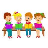 Ragazzi e ragazze con i libri sul banco Immagine Stock Libera da Diritti