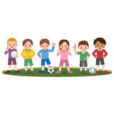 Ragazzi e ragazze e palloni da calcio Fotografia Stock