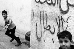 Ragazzi nel campo profughi di Aida in Ramallah Fotografie Stock Libere da Diritti