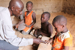 Ragazzi a scuola di Koran, Djenne, Mali Immagine Stock
