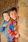 Ragazzi timidi in Arunachal Pradesh Fotografia Stock